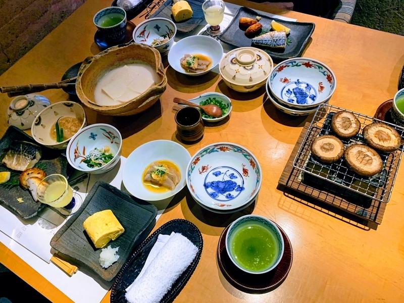 朝食の一場面 | 妙見石原荘