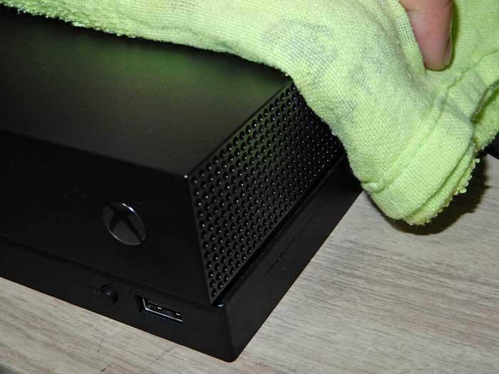 Xbox One X のメンテナンス(側面)