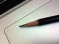 カッターで削った鉛筆。トンボMONO100。
