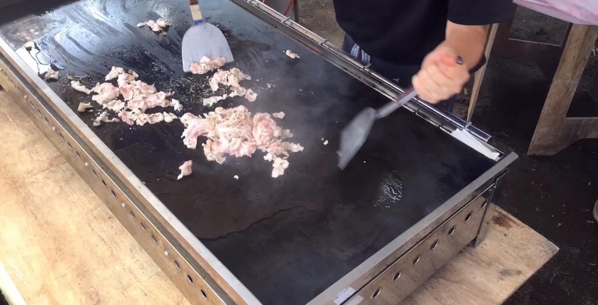 焼きそば用肉投入