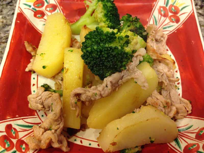 豚肉とブロッコリーとじゃがいものの炒め物