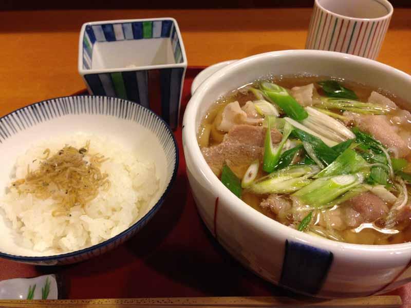 しぐれ茶屋 侘助 乃木坂店の肉うどん