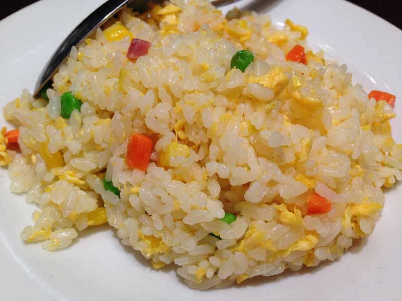 辣鼎風の半麺半炒飯