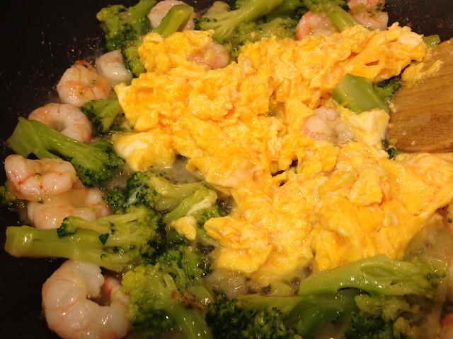 海老と卵とブロッコリーの炒め物