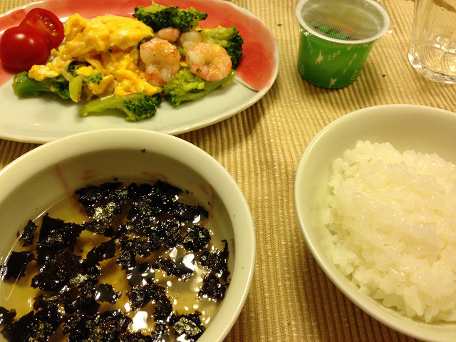 海老と卵とブロッコリーの炒め物の晩御飯