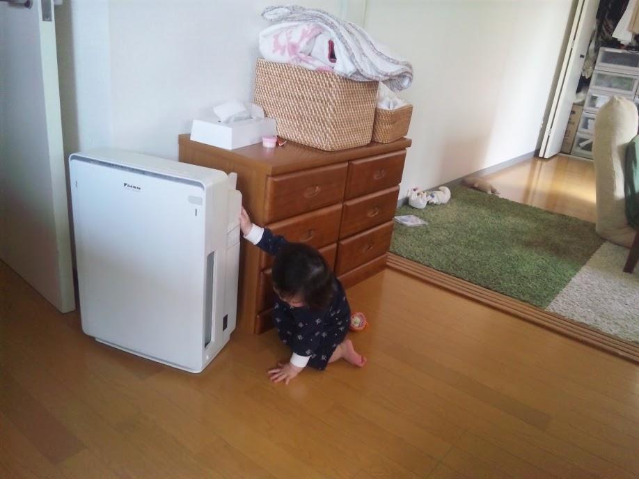 赤ちゃんと空気清浄機