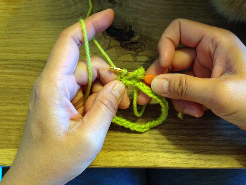 長編みで一目引き抜いたところ