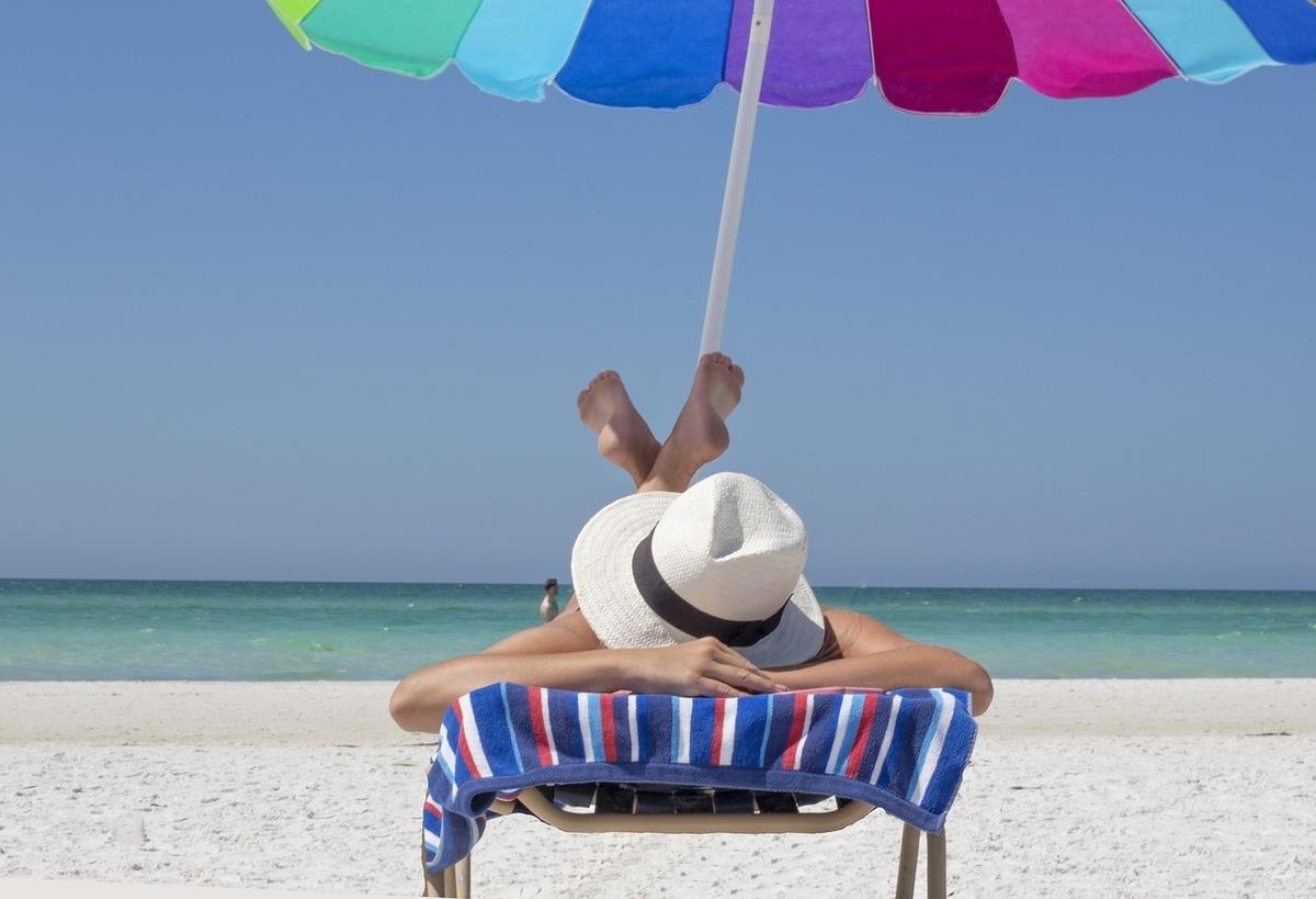 日焼け ビーチ 海水浴 海水 日光浴 日焼け止め 海岸 健康 パラソル プール ウォータープルーフ
