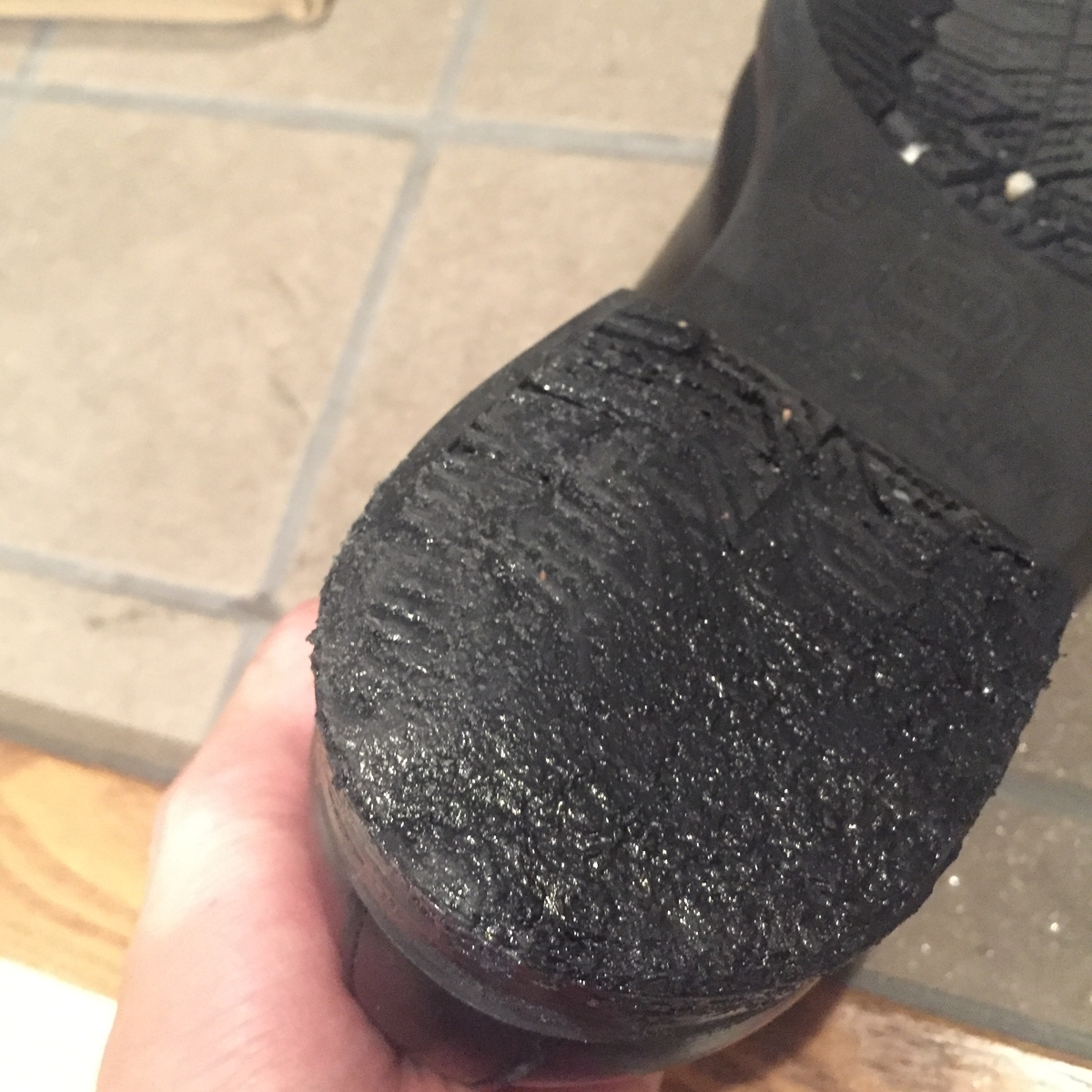 革靴 補修 すり減り かかと 側面 傷 靴 シューズドクター セメダイン 接着剤 靴底 ビジネスマン
