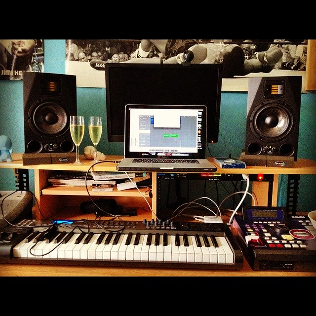 DTM 防音室 DAW MIX 宅録 歌ってみた 賃貸 DIY 小屋 柱 ラブリコ ディアウォール 日曜大工 音楽