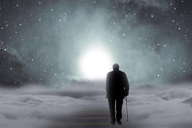 人生 転落 手取り15万 穴 落とし穴 罠 人間 設計 光 希望 Pixabayからの画像  灯 鬱