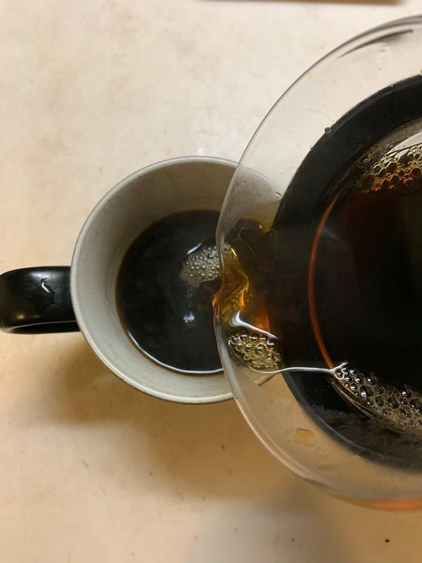 濃い茶色のコーヒー