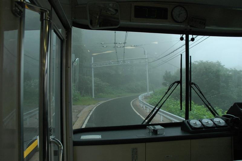路上に電線
