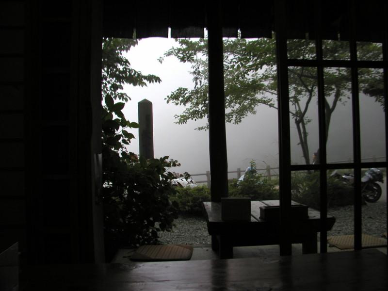 天下茶屋 外は霧