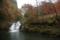 自然な感じのなだらかな滝。
