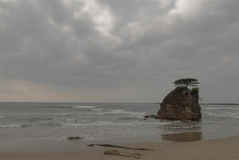 古事記にも出てくる稲佐の浜と弁天島