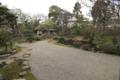 「心」を描く池と石