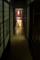 薄暗い廊下