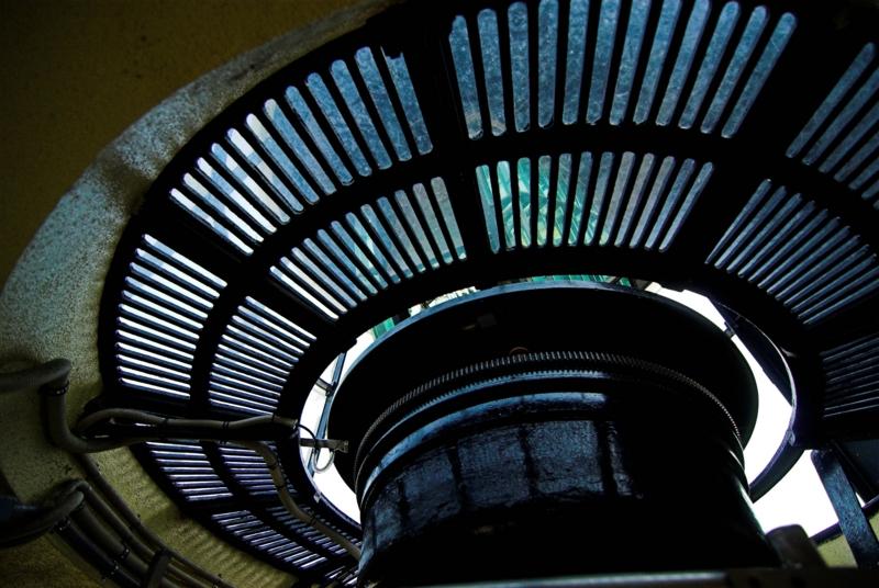 灯台のランプ直下。透けてるのは珍しい?