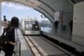 駅に進入してくる上海リニア