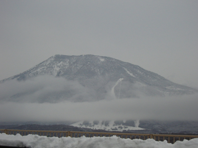 [風景・景観][雲][雪][山]