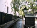 [風景・景観][史跡・名勝]白壁土蔵の並ぶ瀬戸川沿いの道 (岐阜県飛騨市)