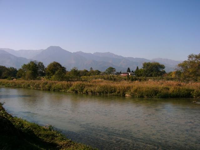 早春賦歌碑近くより、穂高川と有明山を望む(長野県安曇野市)