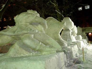 通路の雪像