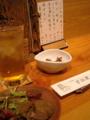 お通しの砂肝とスモークレバー