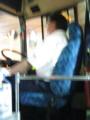 シートベルトをしてない路線バスの運転手