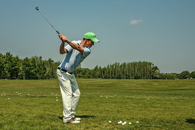 ゴルフ スイング 頭を動かさない