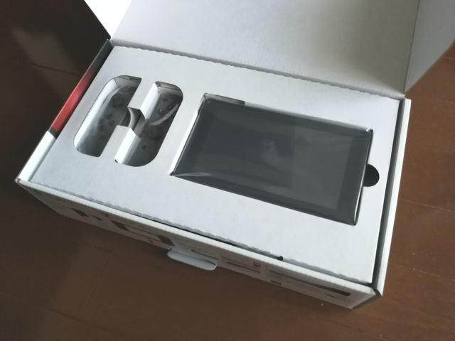 米国版Nintendo Switch パッケージ内容1