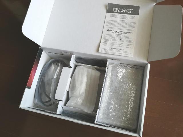米国版Nintendo Switch パッケージ内容2