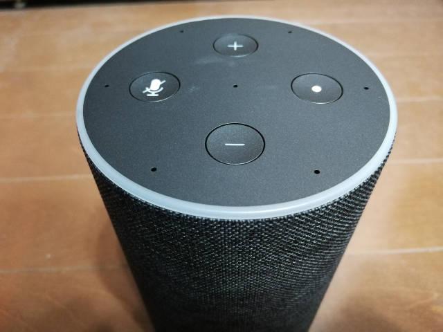 Amazon Echo 8 上部