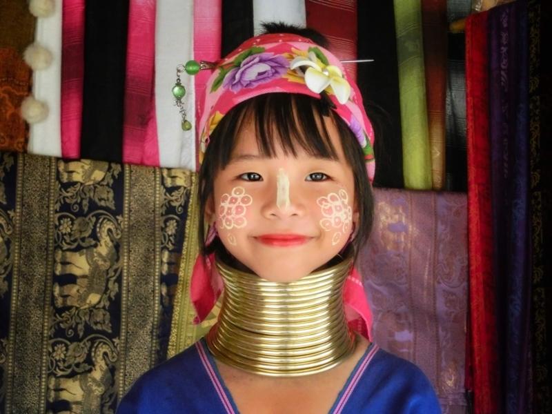首長族の村にいたかわいい女の子