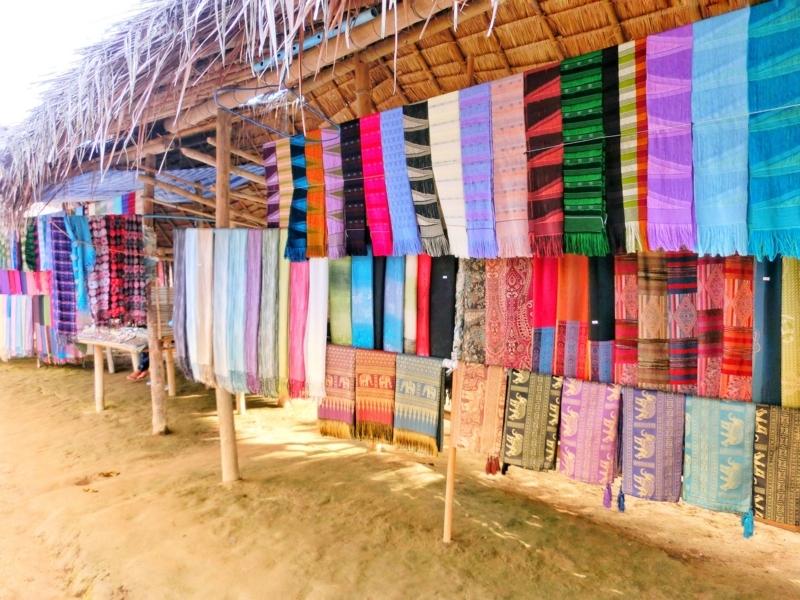 首長族の村で売られている美しいデザインの織布