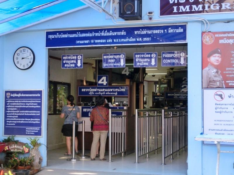 タイとミャンマーの国境の町メーサイのイミグレーション