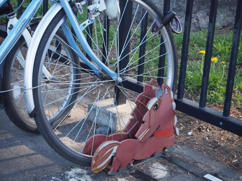帯広競馬場にあるばん馬型の自転車の輪留め