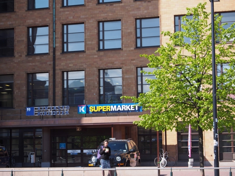 ヘルシンキ中央駅近くにあるKスーパーマーケット(K-Supermarket Postitalo)