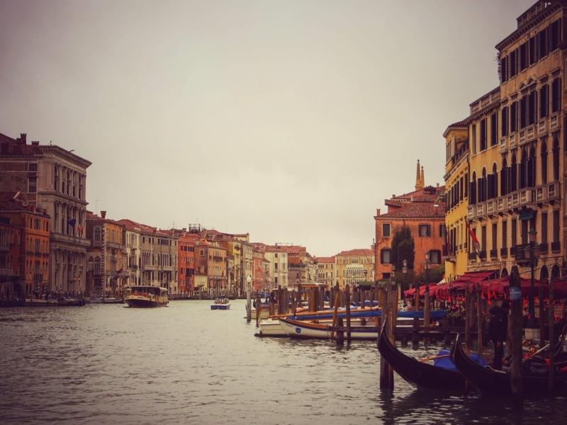 ヴェネツィアの素晴らしいカナルグランデの風景