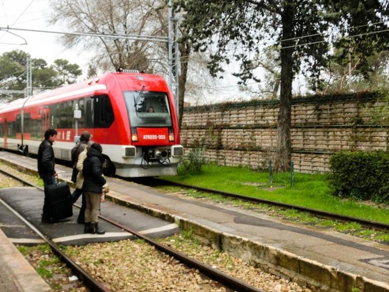 日曜日・祝日には電車が運行されないアルベロベッロ駅