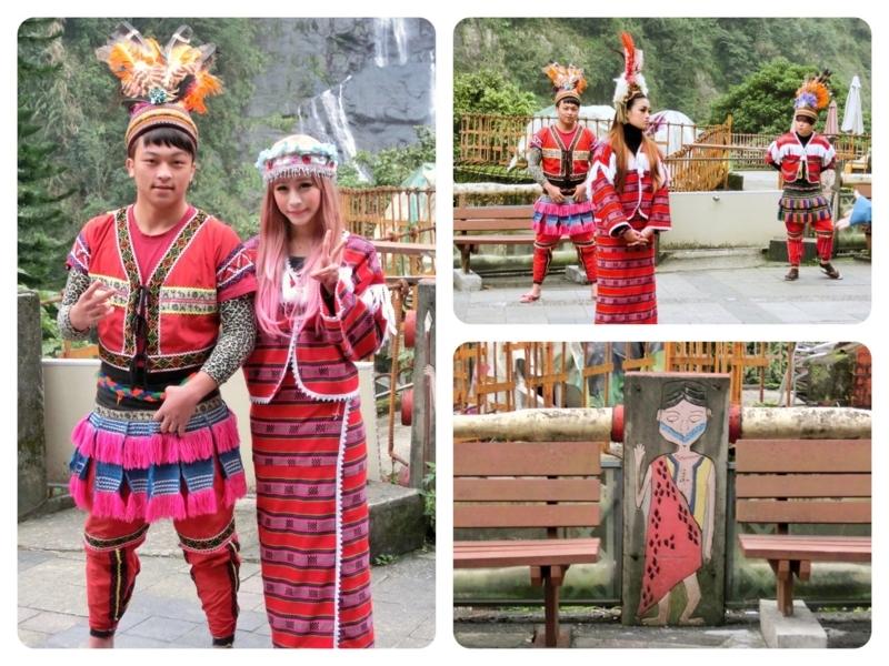 台北の南にある烏来(ウーライ)の台湾の原住民であるタイヤル族が住む酋長文化村で写真撮影に応じる若者