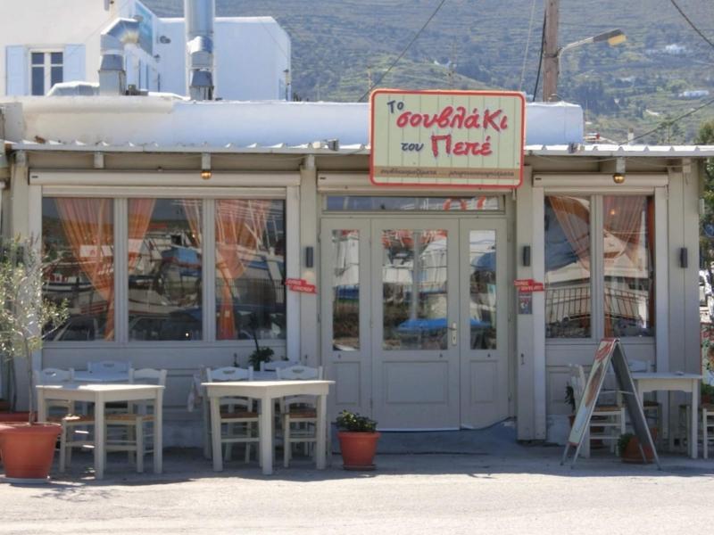 パロス島パリキアにあるレストラン、To Souvlaki Tou Pepe