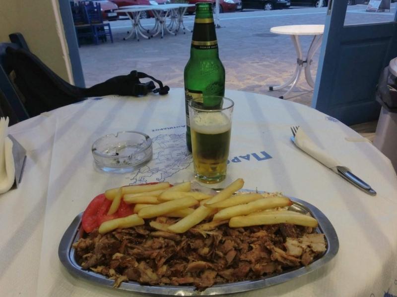 パロス島パリキアにあるレストラン、Zorbasのギロス