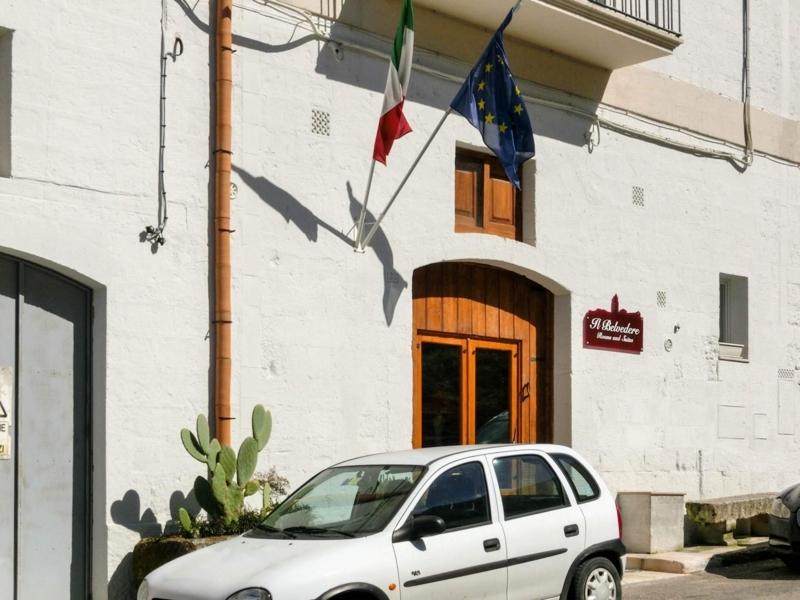 イタリアのバジリカータ州マテーラにあるイルベルヴェデーレ(Il Belvedere)の入口