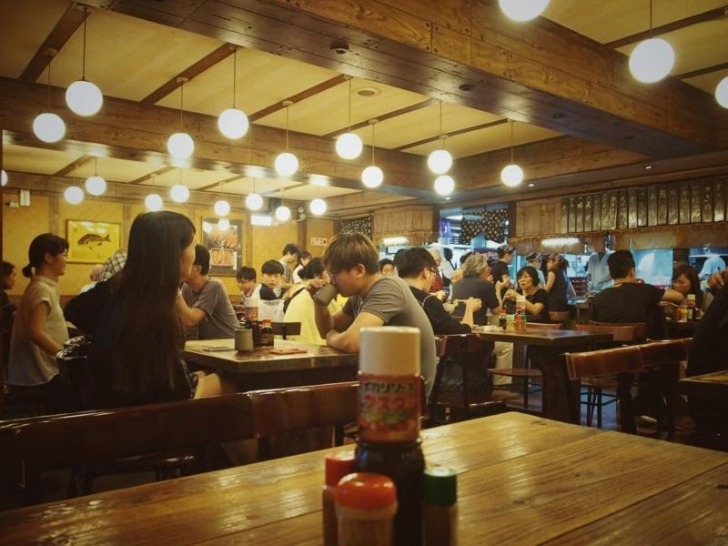 台北にある肥前屋の食堂といった感じの店内