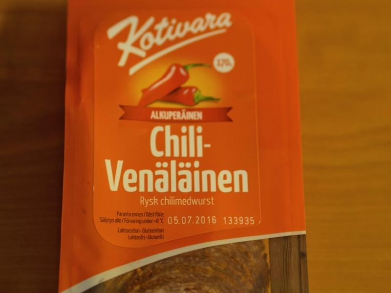 ヘルシンキのK-supermarketで見つけた唐辛子をまぶしたピリ辛サラミ