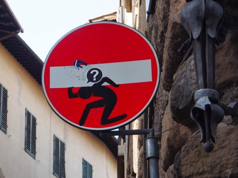 フィレンツェの面白い「進入禁止」の標識