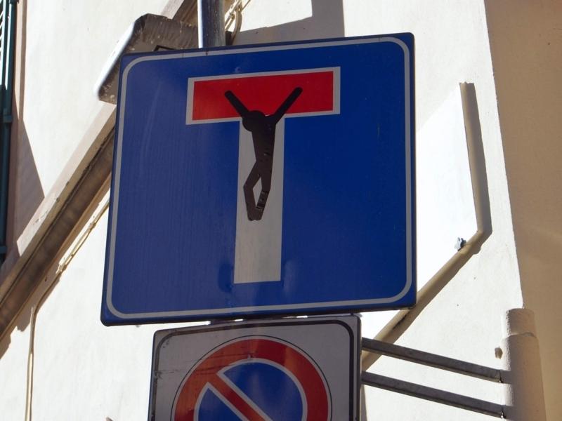 フィレンツェの面白いT字路の標識