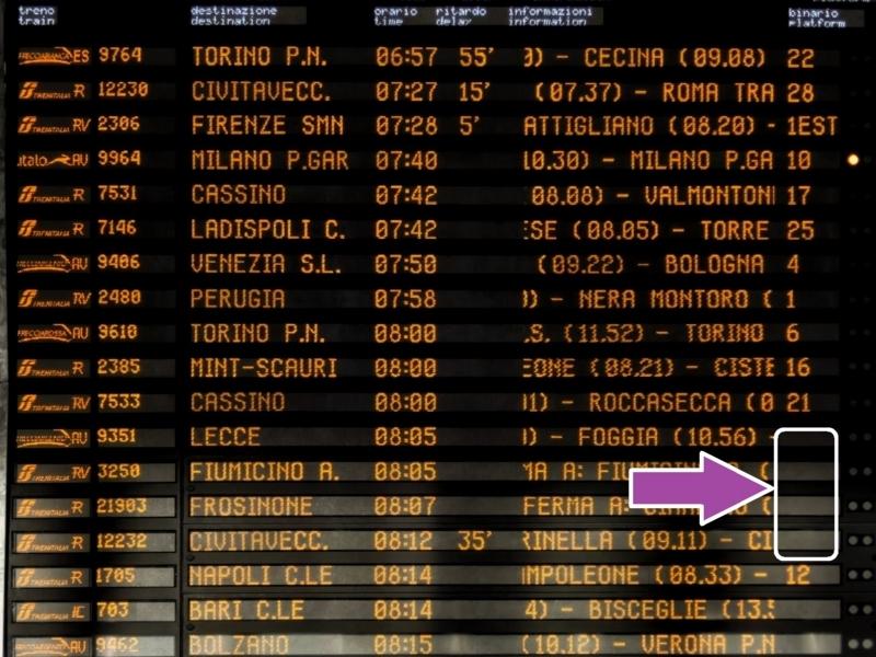 ローマの電車の出発を案内する電光掲示板